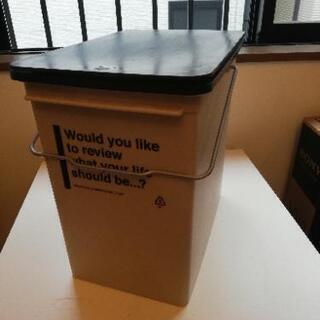 ワンタッチのゴミ箱