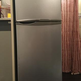 冷蔵庫取りに来て下さる方譲ります!