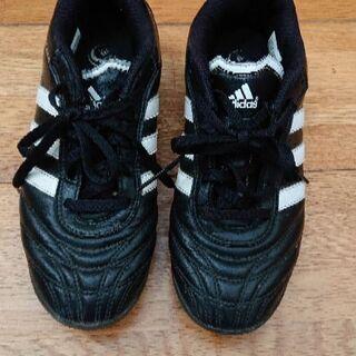 アディダスの靴