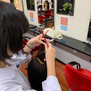 美容師が教えるカット教室