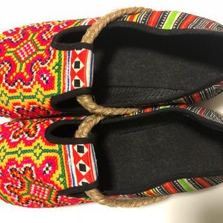 エスニック柄の靴