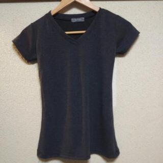 新品グレーのテイーシャツ