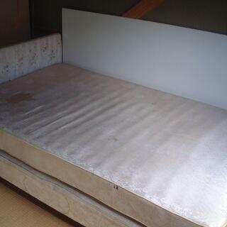 ベッド(セミダブル)   お持ち帰り可能な方に差し上げます
