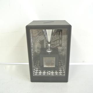 お金が縮む不思議な貯金箱「ミクロバンク」 錯覚を利用したおもしろ貯金箱