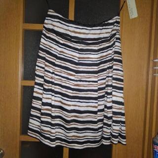 タグ付き新品スカート