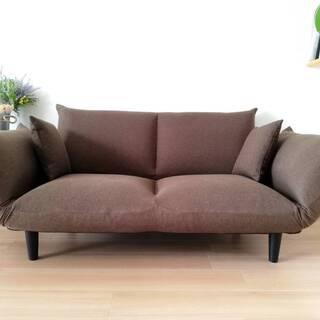 モカブラウンのソファ