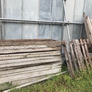 大量木材·薪がありまして、興味があれば是非ご相談ください。