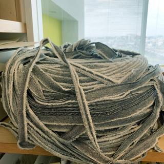 ジーンズ素材の紐