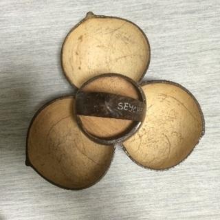 セイシェルで購入した木の実の小物入れ