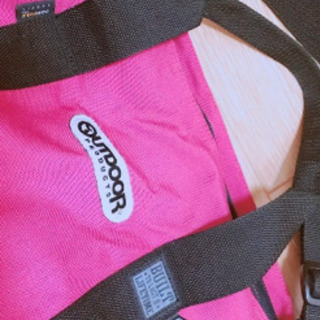 *OUTDOORのピンクのダッフルバッグ