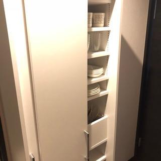 美品!可動収納棚の多い便利食器棚。