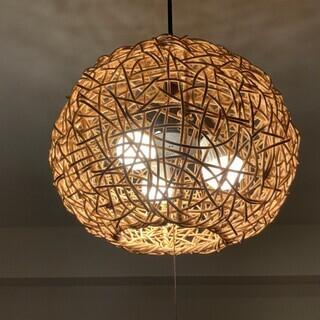 ラタン製のランプ