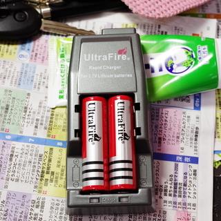 中古美品 Ultra Fire リチウムイオン充電器 中古Ult...