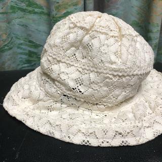 白レース編みの帽子