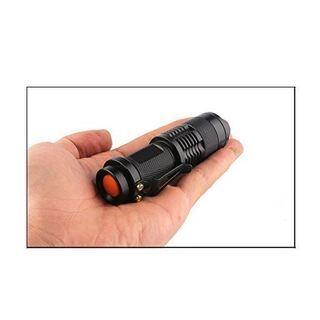 超小型 LED 懐中電灯 ハンディライト ズームフォーカス機能付 防水 防災 - 生活雑貨
