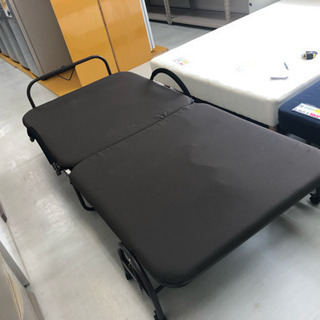【リサイクルサービス八光 田上店 配達・設置OK】ブラウン シングル折りたたみベッド - 家具
