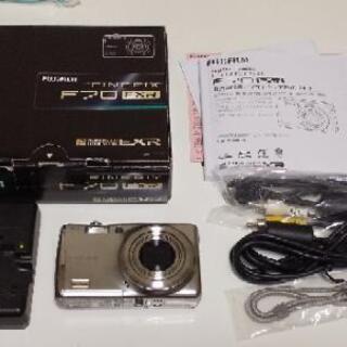 FinePix  F70EXR  1000万画素デジカメ  シルバー