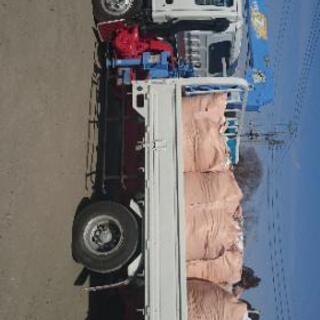オペ付き3t半ユニッククレーンにて運搬作業、重量物移動等々承ります。