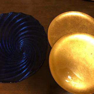 大きなガラス皿、金のお盆皿