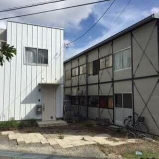 現空2階建て貸倉庫、作業場と駐車場。店舗や教室、住居に可能