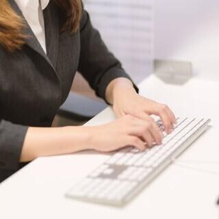 英語力を仕事に生かしたい正社員事務転職〈未経験OK!研修制度充実!〉