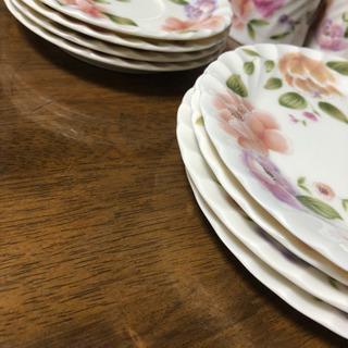 花柄の食器 各4枚セット