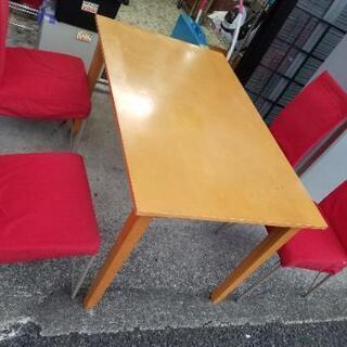 ダイニングテーブルと赤色椅子四客セット!