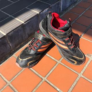 綺麗な黒、赤の運動靴!23.5cm