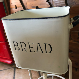 本物˶⍤⃝˶꒳ᵒ꒳ᵎᵎᵎアンティーク ブレッド缶