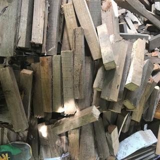 廃棄建材で作った薪  軽トラアオリ一杯分
