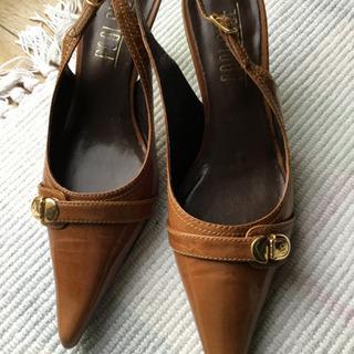 プールサイドの靴24.5