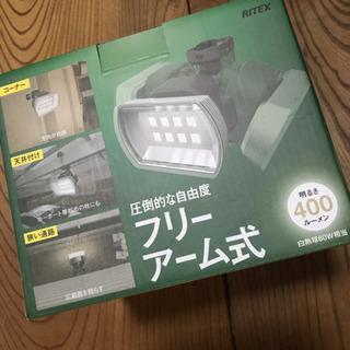 【値下げ!】LEDセンサーライト(単1電池3本使用) 防犯 災害...
