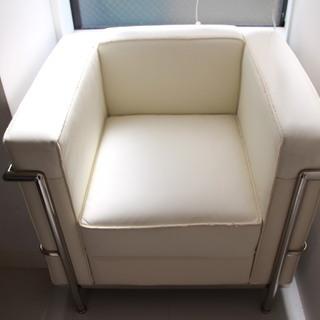 コルビジェ風の白いソファ
