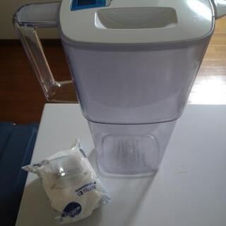 浄水ボトル、未使用の濾過装置セットで譲ります。