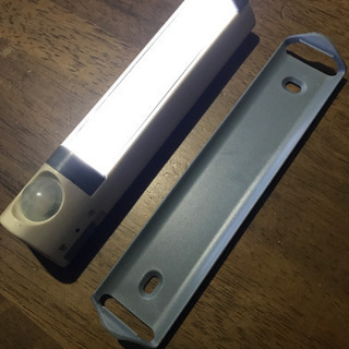 玄関や廊下の足元灯に!LED人感センサーライト