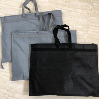 スーツ、ドレス、小物類をまとめて保管するバッグ3つセット