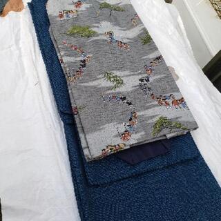 正絹 着物 躾付 未使用の小紋 色々2000円で販売します。