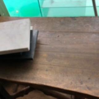 レザークラフトで使っていた丸太を使用した机