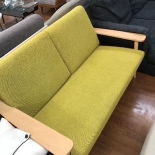 ナチュラル×グリーンの自然な色合い カリモクの木枠ソファー!