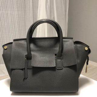 オフィスカジュアルなバッグ