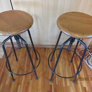 カウンター、装飾用高椅子(手作りの昇降ハイスツール)