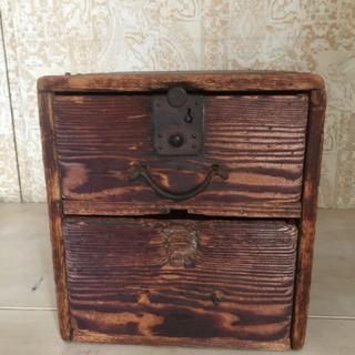 年季の入った味のある裁縫道具箱