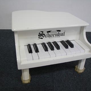 玩具のピアノ
