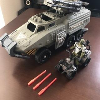 トイザらス 樹脂製ミニカー 装甲兵員輸送車