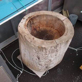 福島県発 中島村発 餅つきの臼 木製 程度悪い 中古品 現状品 ...