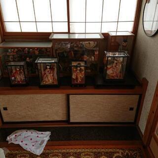 日本人形五体と小さい人形いっぱい