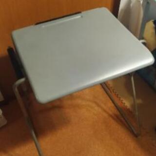 (可動式)机にも椅子になるスタイリッシュな兼用家具