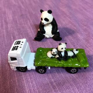 パンダとトレーラー