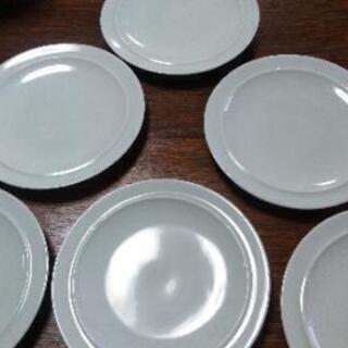 白いプレート6枚組