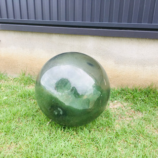 ガラスの球体30cmくらい